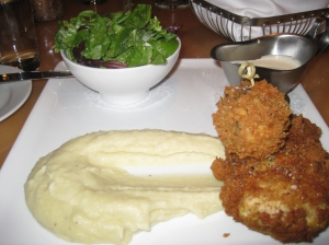 For dinner I ordered Central's signature dish, the fried chicken and mashed potatoes.